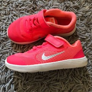 Nike revolution 3 girl toddler size 9 pink shoes
